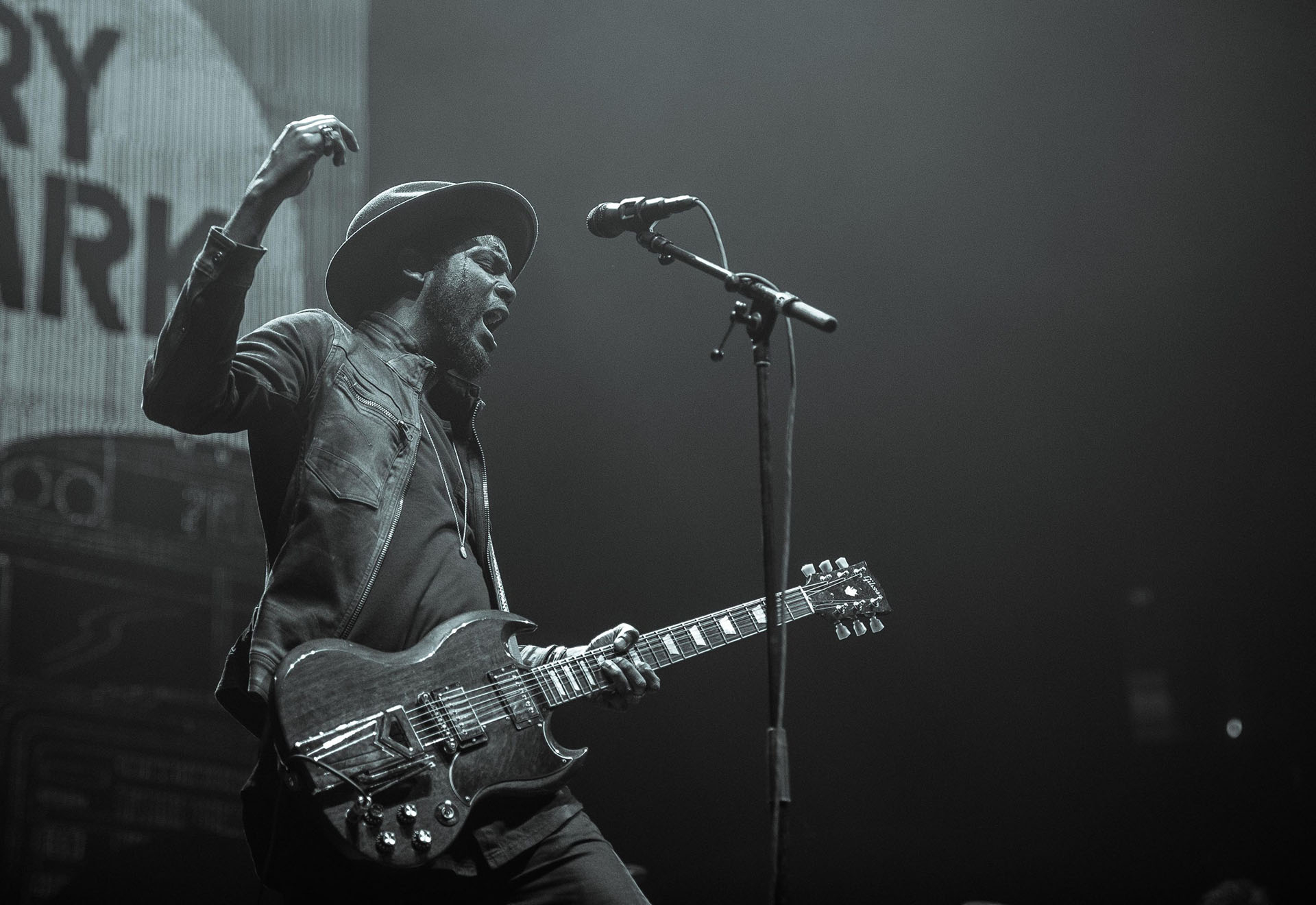 Caprichos de Apolo presents:  Gary Clark Jr.